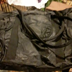 BLACK VINYL  TRAVEL  /  BEACH  BAG .